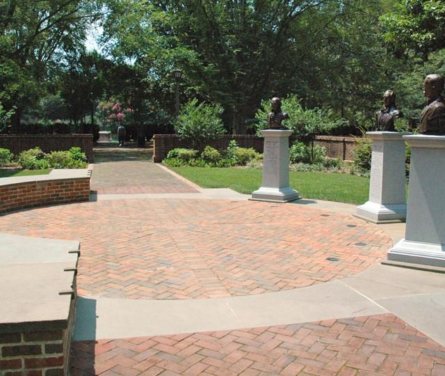 http://siskaaurand.com/wp-content/uploads/2013/01/tyler-garden1-640x540.jpg