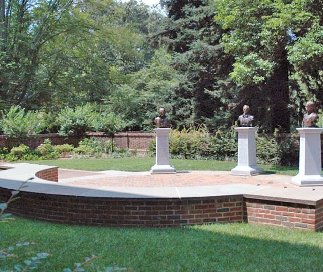 http://siskaaurand.com/wp-content/uploads/2013/01/tyler-garden2-640x540.jpg
